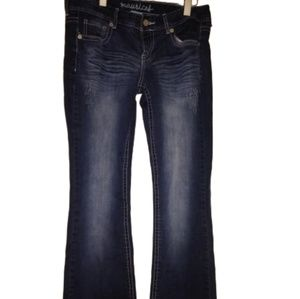 MAURICES WOMAN'S BLUE JEANS.